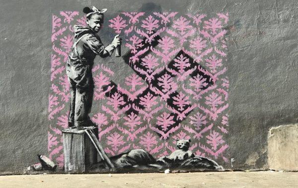 Какво иска да каже Банкси на парижани с новите си графити