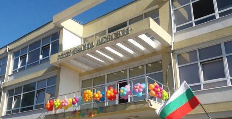 Шест месеца по-късно: Още не е започнал ремонтът на опасната сграда на варненско училище
