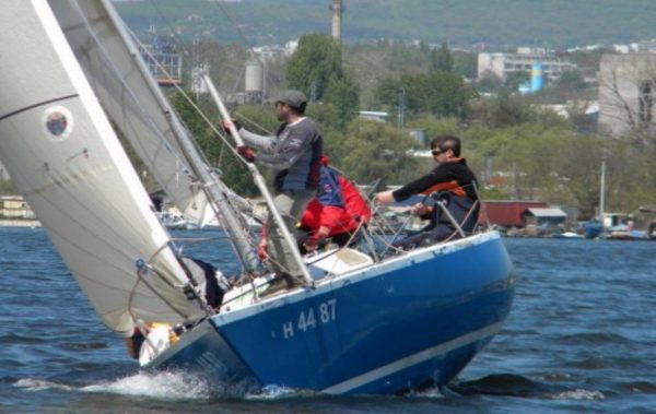 Варненският залив събира яхтите в клас Конрад 25 R за държавно първенство