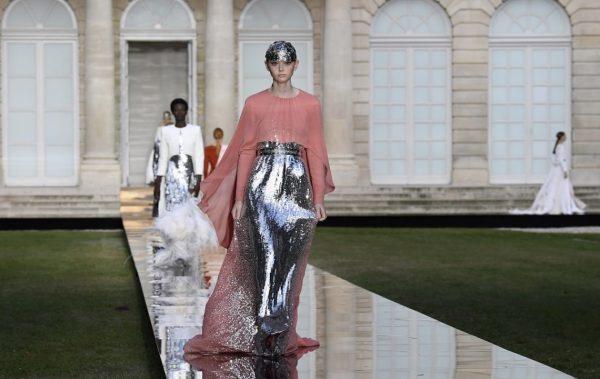 """Първият ден от """"Paris Couture Week"""" начело с Givenchy (СНИМКИ+ВИДЕО)"""