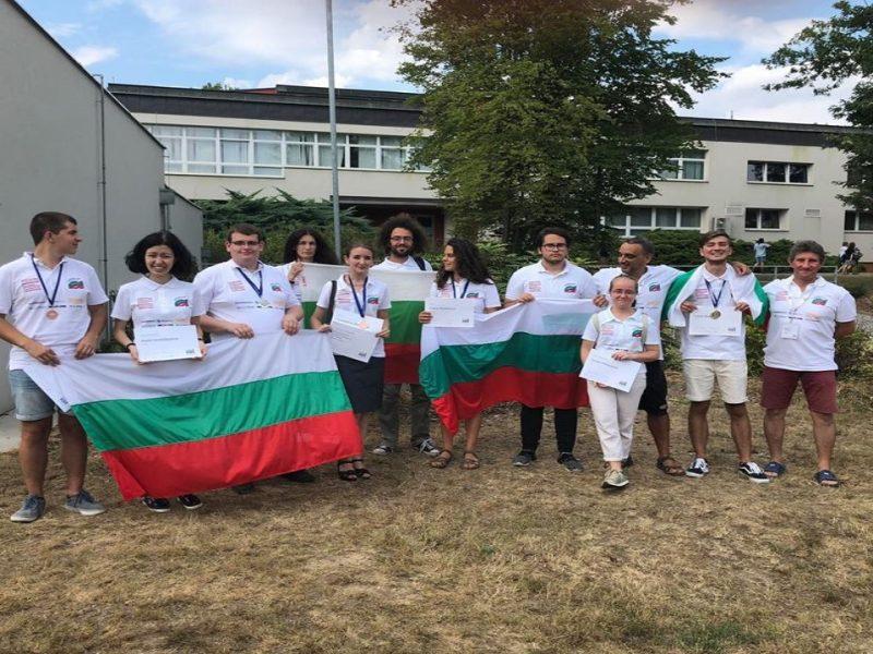 Ученичка от МГ-Варна с грамота от Международна олимпиада по лингвистика в Прага