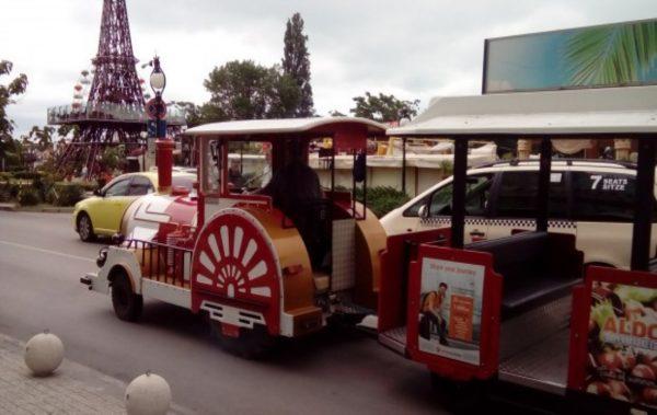Туристическо влакче вози гостите на Варна