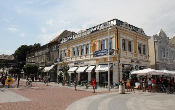 Световноизвестната кафе верига Starbucks® стъпва във Варна