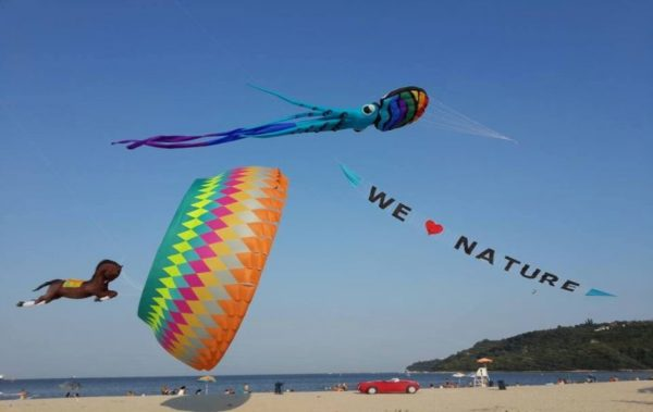 Фестивалът на хвърчилата оцветява небето над Аспарухово