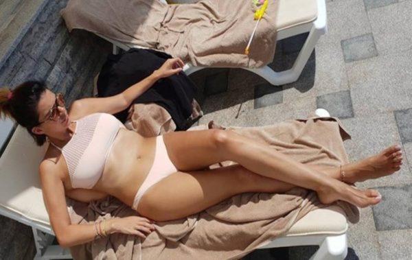 Ива Софиянска-Божкова се готви по новия тв сезон по бански