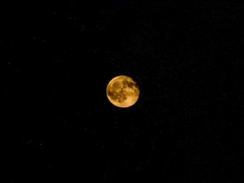 """Варненци ще могат да наблюдават с телескоп безплатно """"Есетрова луна"""""""