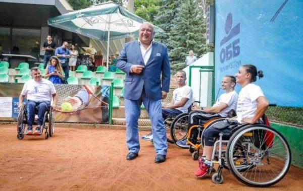 Спортният министър подари спортна инвалидна количка на варненска състезателка по тенис