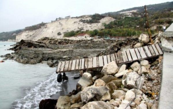 Стоян Пасев: Отводняват района на свлачището край Кранево с 2 млн. лева