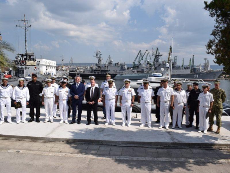 Военноморските сили получиха безвъзмездно четири бързоходни лодки