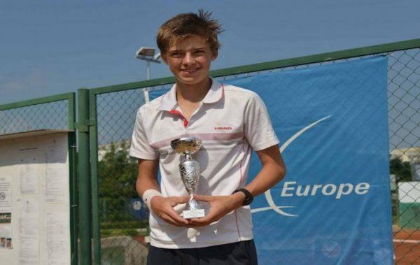 """Варненецът Пьотр Нестеров се класира за турнира """"Мастърс"""" на Тенис Европа"""