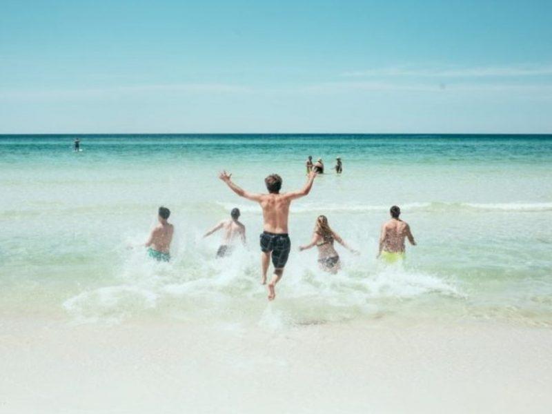 Плажна полиция за пияни туристи искат медици