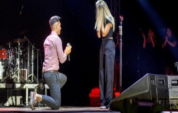 Романтик предложи брак на любимата си по време на концерт във Варна