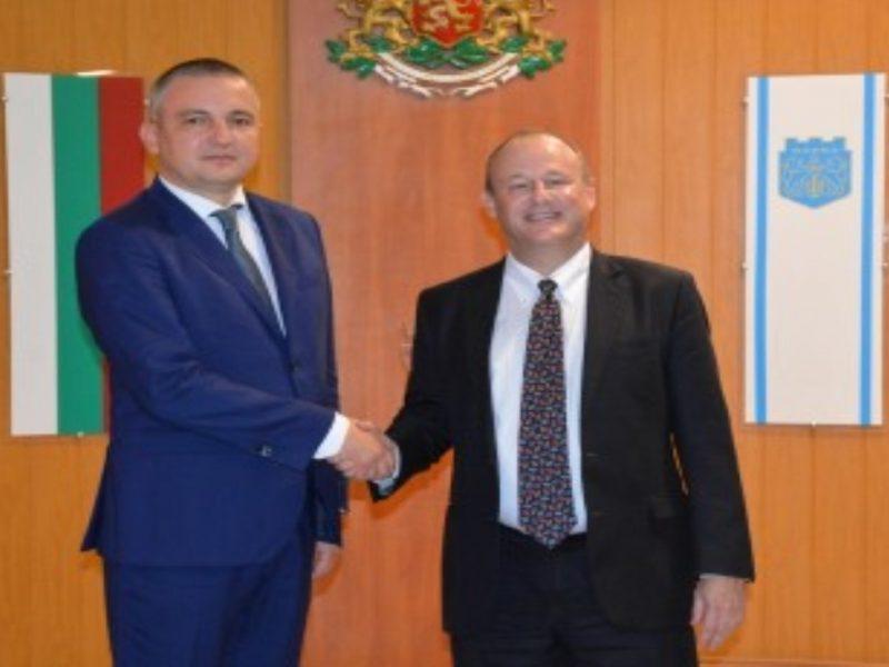 Кметът Иван Портних се срещна с посланика на САЩ у нас