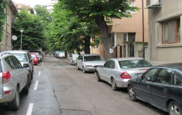 Фирми искат по-ниски цени за паркирането на служебни коли в синята зона на Варна