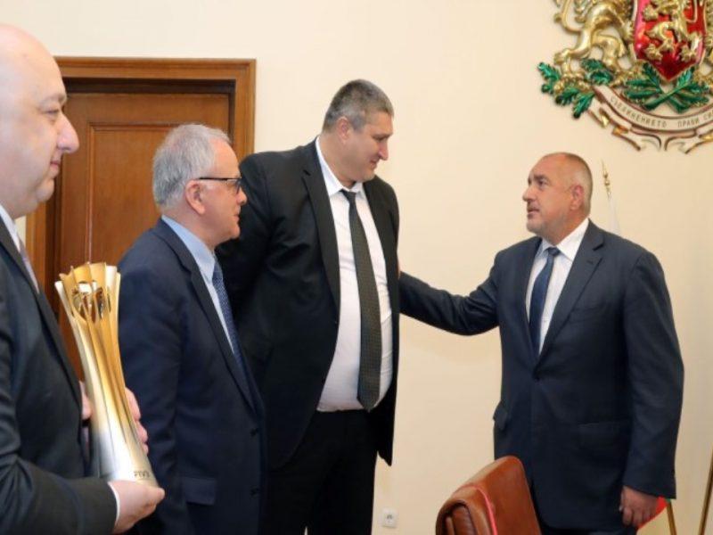Бойко Борисов отива при волейболистите във Варна