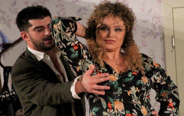 """Аня Пенчева ни """"показва"""" как една жена може да бъде щастлива! """"Тя, той и още двама-трима"""" на 18.10 в Канев център"""
