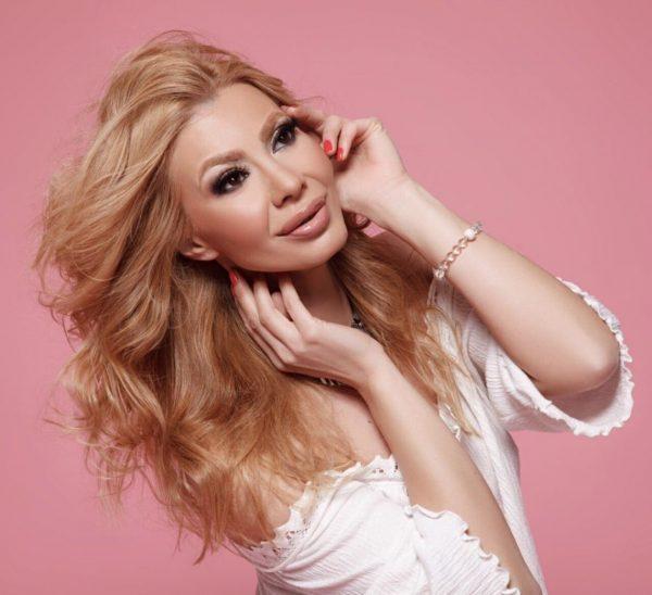 Джулия Ангелова разкрива тайните за женската красота в три поредни Makeup Class-a