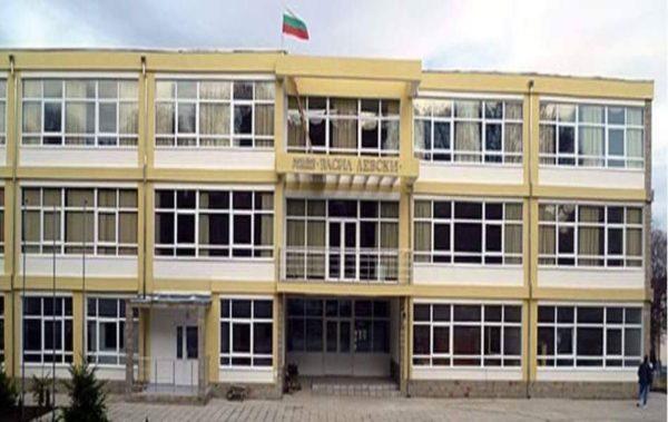 """Две фирми са изявили желание да направят ремонта на опасната училищна сграда в """"Аспарухово"""""""