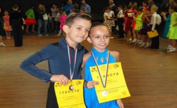 Варненчета спечелиха златни медали по спортни танци на Републикански турнир