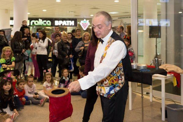 Фокусник от Walt Disney отваря училище за магьосници във Варна