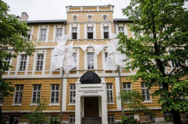 Утре 900 ученици и учители се завръщат в Музикалното училище във Варна
