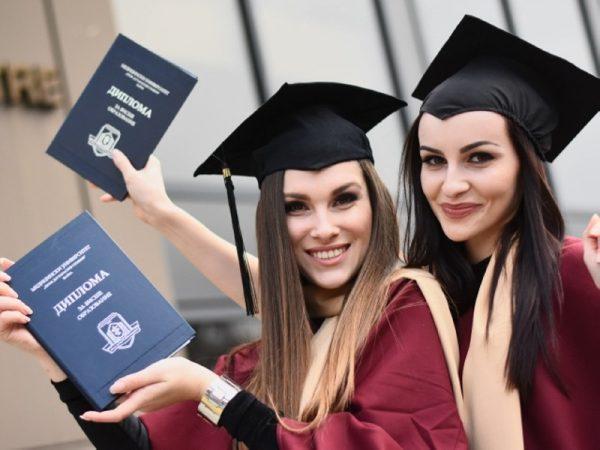 174 здравни професионалисти се дипломираха в Медицински колеж – Варна (СНИМКИ)