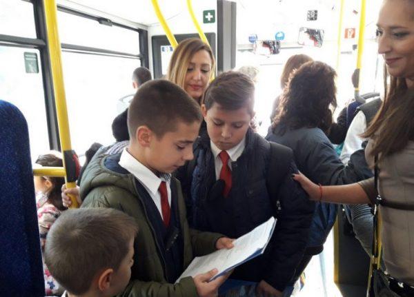 Ученици ще четат поезия и проза в градския транспорт