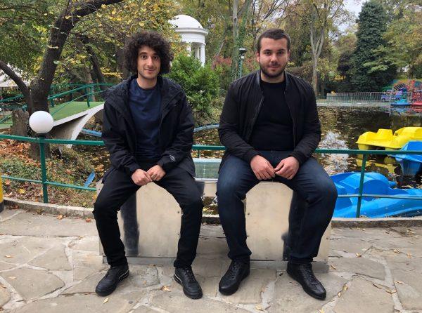 """Студенти от ТУ – Варна монтираха """"умна пейка"""" в Морската градина"""