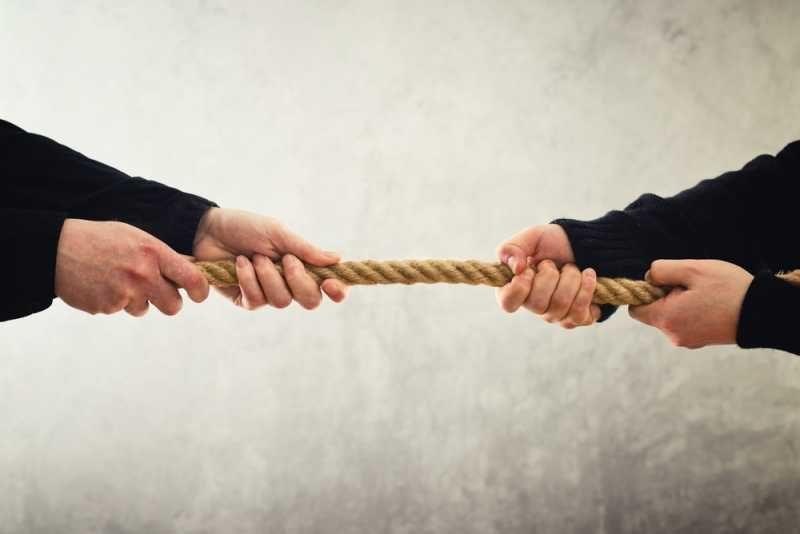 Казус: Случаят с шефката, която зашлеви подчинен