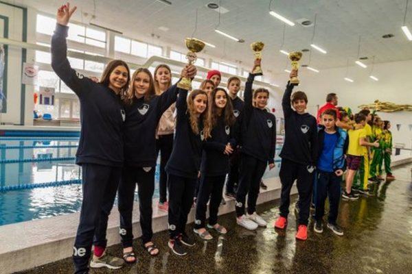 """Варненският плувен клуб """"Черно море"""" е комплексен шампион при децата"""