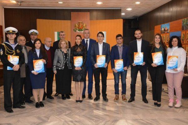 Иван Портних награди изявени студенти във Варна