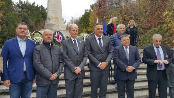Стоян Пасев и Н. Пр. Ерик Льобедел поднесоха венци и цветя на паметника на френските войни