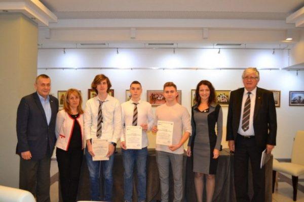22 средношколци от Варна с награди от Ротари клуб
