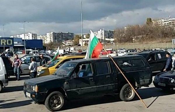 """Варна излезе на улицата с призиви: """"Оставка!"""""""