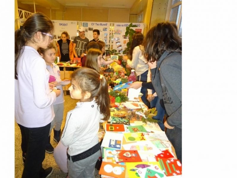 Близо 2000 лв. събраха деца за свой съученик от Коледен базар само за ден