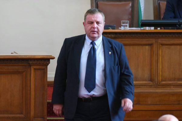 Веднага след Коледа прокуратурата повдига обвинение срещу вицето Каракачанов