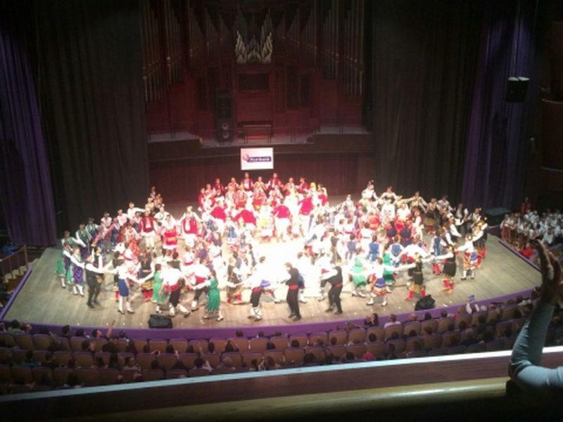 Клуб за народни танци проведе благотворителен концерт във Варна