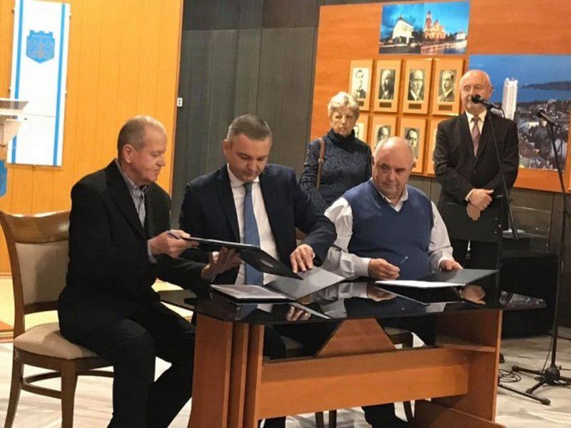 Подписаха договор, засягащ 1200 работещи в сферата на здравеопазването и социалната дейност във Варна