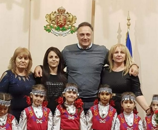 Стоян Пасев посрещна малки коледарчета на Игнажден