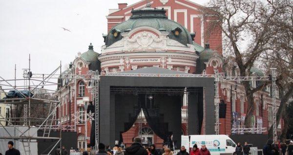 """Сглобиха """"специалната 3D сцена"""", която Община Варна обеща за Нова година"""