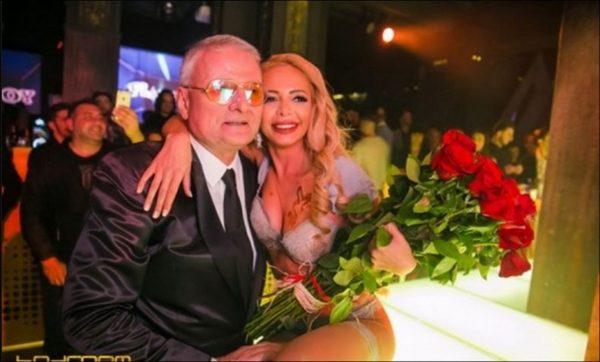 100-те манекенки се ожени за Мис Преймейт