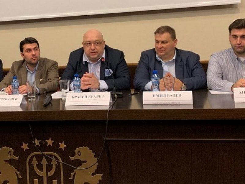 Кралев към младежи във Варна: Развивайки потенциала си тук, младите развиват и България