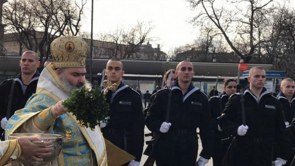 С военен ритуал и водосвет Варна почете Богоявление