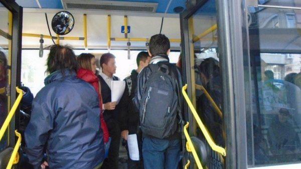 Младежи питат: Защо учениците и студентите във Варна плащат най-висока цена за месечни карти?