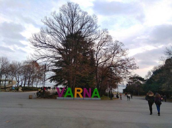 Лошото време заобикаля Варна, остава облачно, но топло