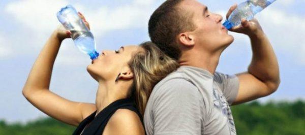 8 чаши вода на ден лекуват