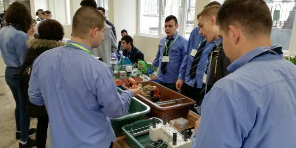 """Млади изобретатели и бъдещи учени участваха в състезание """"Енергетиката и ние"""""""
