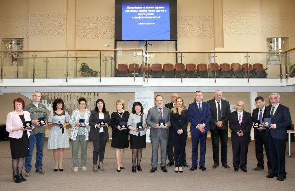 Иван Портних и Стоян Пасев връчиха наградите на Община Варна на здравни работници по повод 7-ми април
