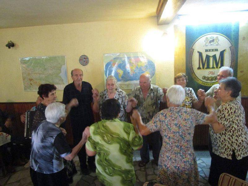 Пускат интернет в пенсионерските клубове във Варна