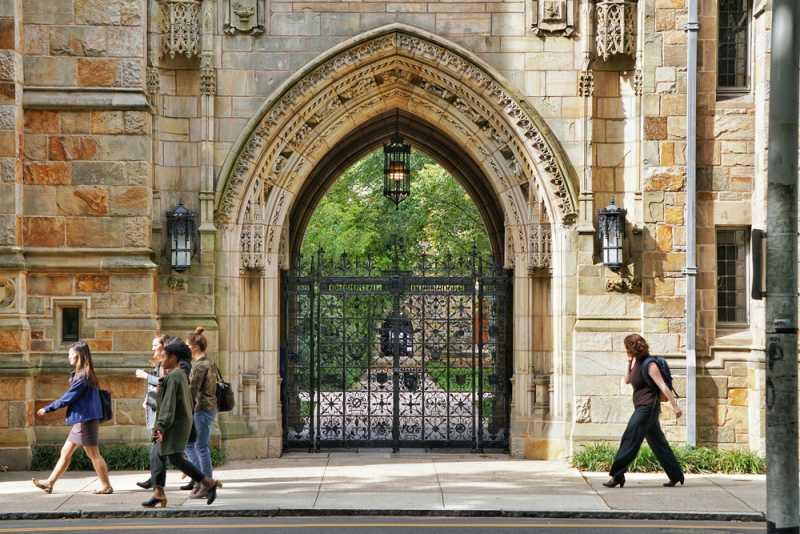 """Науката на благоденствието – един нов, но много популярен курс в престижния """"Йейл"""""""